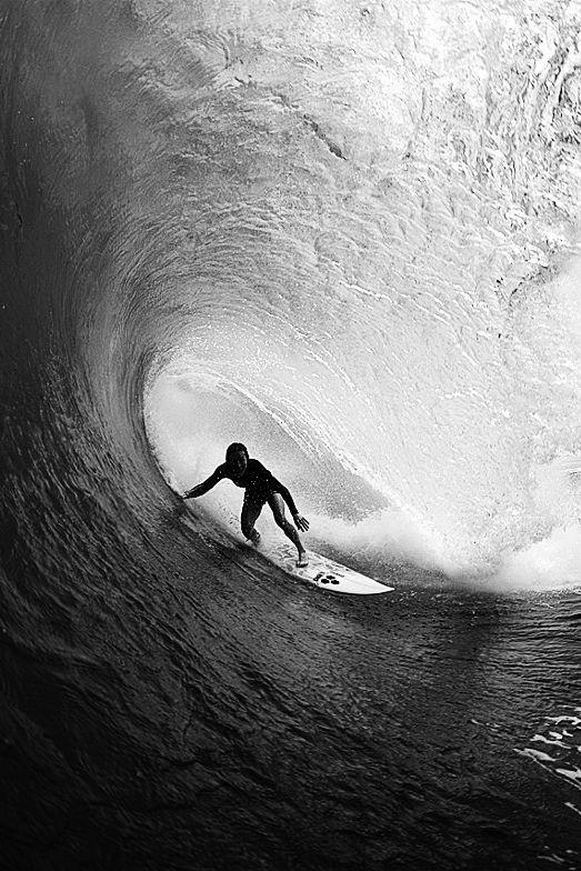 Rochelle Ballard / female surfer