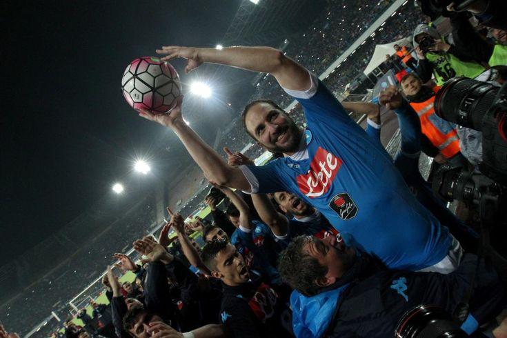 Le pagelle di Napoli – Frosinone Reina 6 – Inoperoso per gran parte della gara, si limita a qualche appoggio e qualche parata di basso [...]