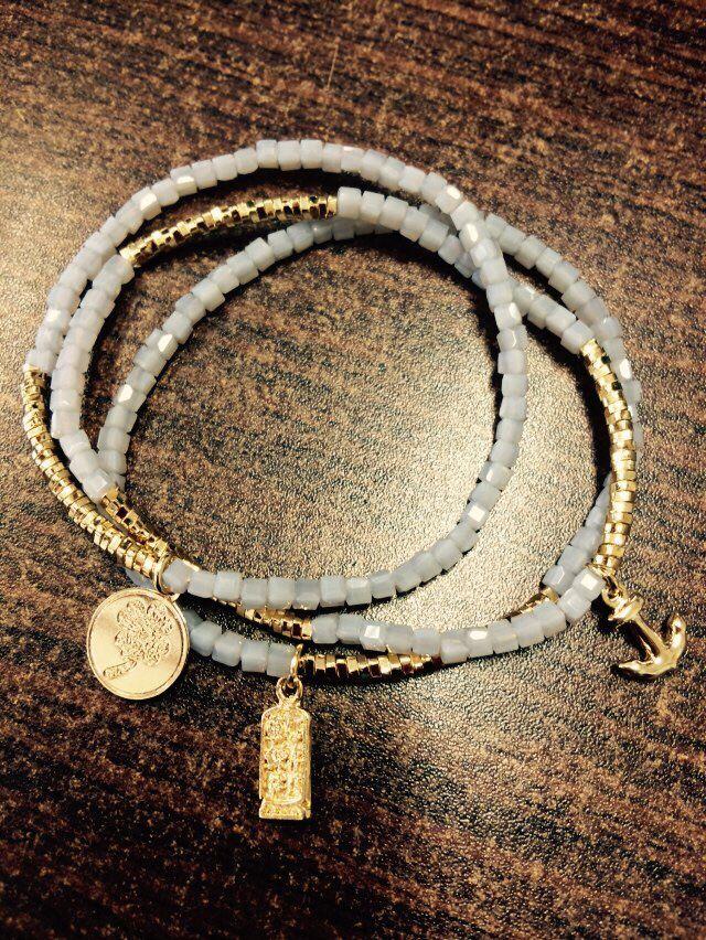 Pulseritas fin de semana de la suerte, chapa de oro y cristales checos en color gris