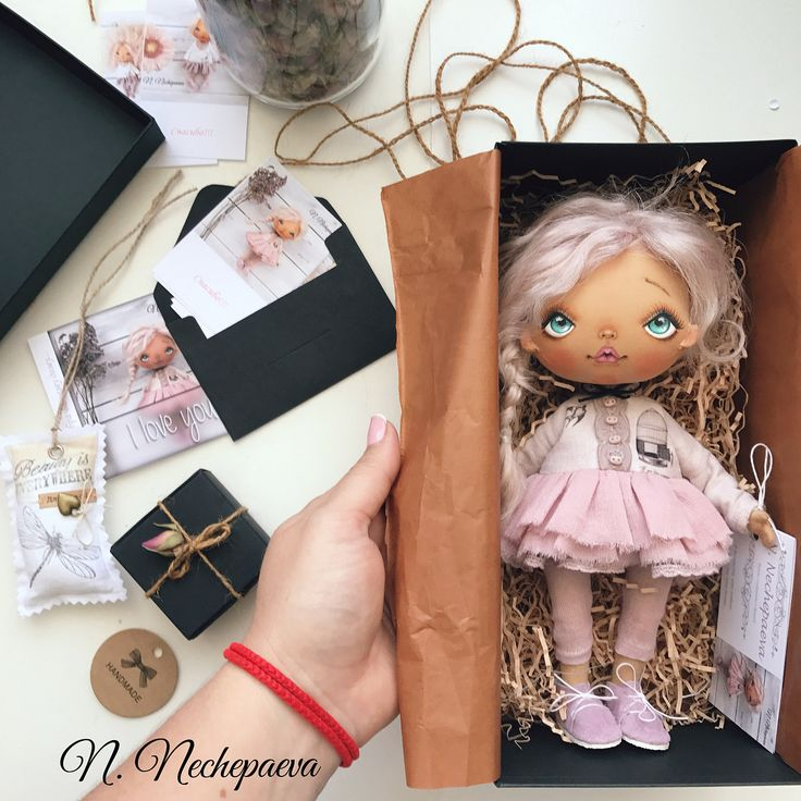Добрый день, мои дорогие!!!  Тем, кто ждёт и хочет купить одну из этих кукол #нуиликомукакповезёт#можетидве#такоебывает сообщаю - ЗАВТРА 16 августа в 12:00 (время московское) начну публиковать новые фотографии с описанием и ценой. Кто первый оставит комментарий (любой, буква тоже считается) - в тот дом и отправится кукла. Публикации будут с небольшим интервалом, чтобы я сразу могла ответить первому комментатору.  Листайте фотографии - там упакована одна из кукол. В таком виде Вы получите ...