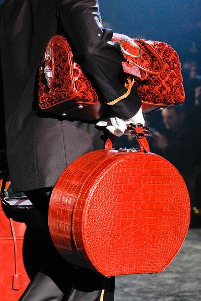 Louis Vuitton Hatbox: Louisvuitton, Hat Boxes, Fashion, Style, Color, Louis Vuitton Handbags, Travel, Hatbox, Red Hot