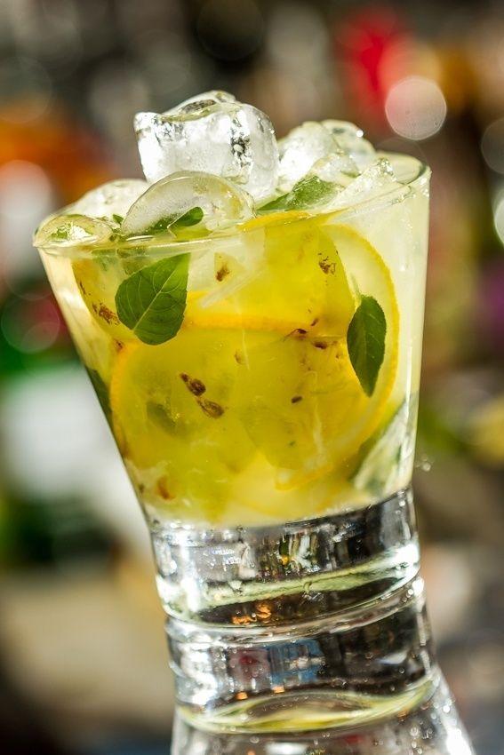 Uva, limão-siciliano e manjericão formam uma harmonia leve, inesperada e aromática, na receita de Deusdete Souza, do Veloso Bar. Clique no MAIS para ver a receita
