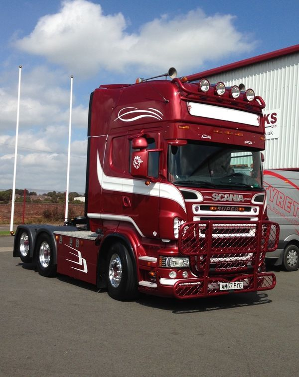 Here is a Scania looking simply stunning after we fitted a set of Alcoa Durabright EVO's at our Stafford Depot