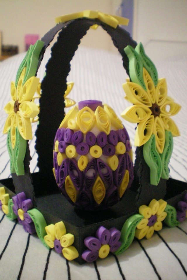 Quilled Easter egg with quilled display basket