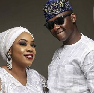 Zonal PPRO Dolapo Badmus professes love to her husband as they exchange wedding vows today http://ift.tt/2nlmLDx
