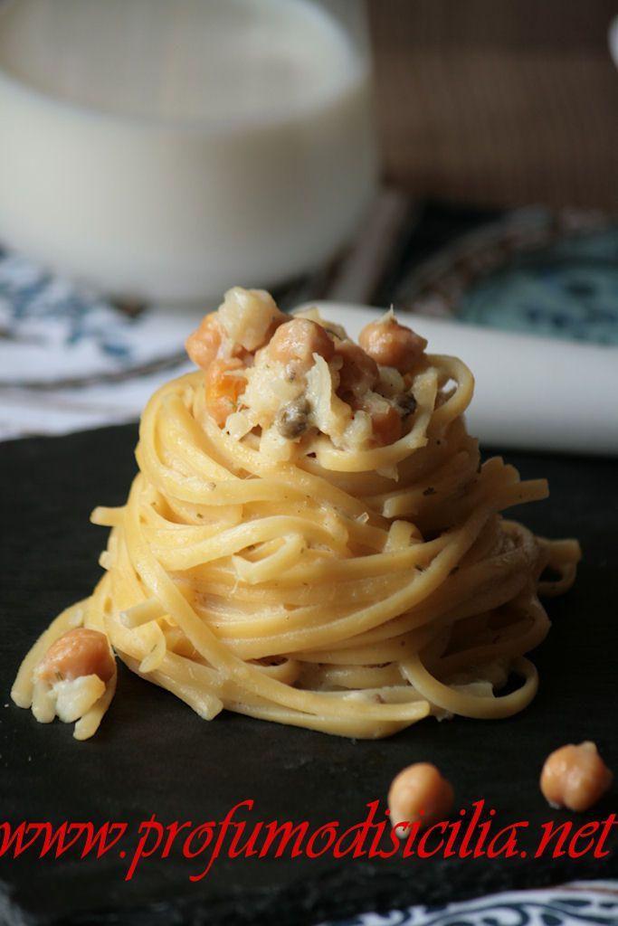 Le Linguine con Baccalà e Ceci sono un delizioso piatto che prende spunto dal sud italia ma in una veste più elegante e golosa.