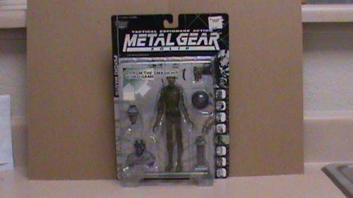 McFarlane Moviemaniacs Metal Gear Solid Variant Clear Ninja Psycho Mantis Figure   eBay $24.00 Always wanted one of these clear variant metal gear figures, they are so 1990's stylo.