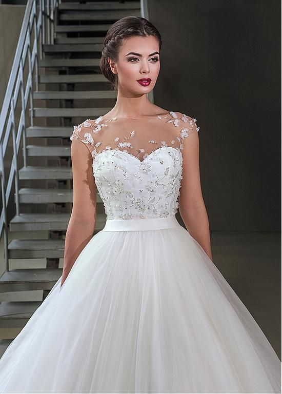 Gorgeous Tulle Bateau Neckline Ball Gown Wedding Dresses With 3D Flowers