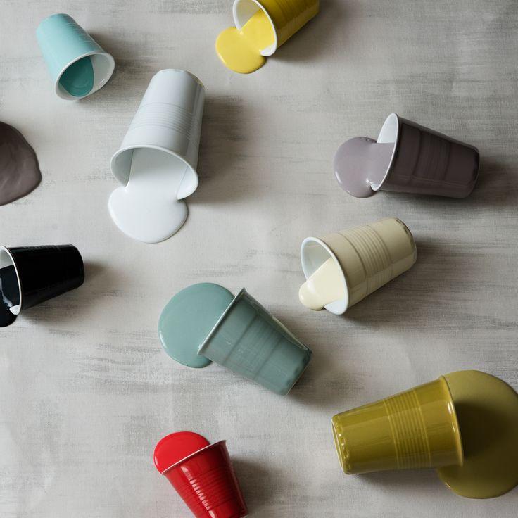 Excell-merkin hauskoihin ja värikkäisiin kahvikuppeihin ei voi kyllästyä! Keraamisten kuppien muotoilu on saanut inspiraationsa kertakäyttömukeista. Yhdistele eri värisiä kuppeje keskenään, tai käytä kuppeja vaikka mini maljakkoina kukille.
