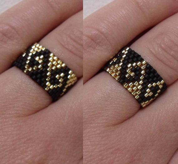 SEED BEAD Illusion Ring in Black and Gold - Greek Waves Pattern