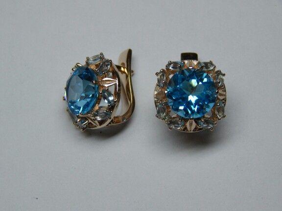 Серьги из розового золота с голубыми топазами