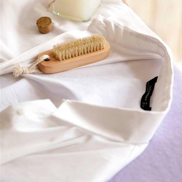 Cómo Lavar Las Camisas Blancas Y Quitar Las Manchas De Sudor Quitar Manchas De Sudor Como Blanquear La Ropa Manchas De Sudor