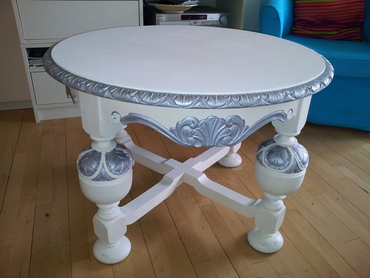Paintet with Annie Sloan chalkpaint and silver.