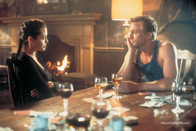 Lara Croft: Tomb Raider - Publicity still of Daniel Craig & Angelina Jolie