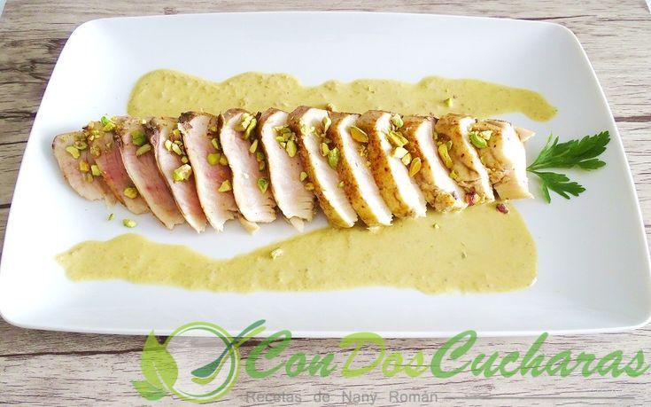 Atún a la plancha con salsa de pistachos-