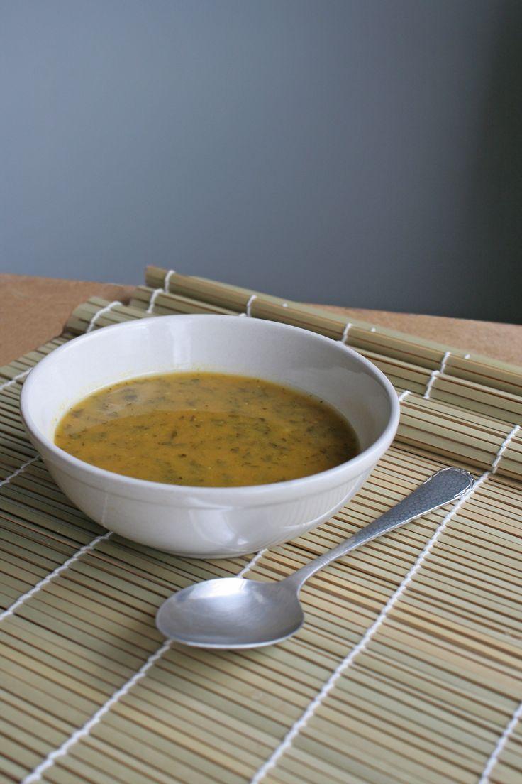 Boerenkoolin de soep, dat heb je vast nog niet vaak gegeten. Maar lékker dat het is! Zeker met de toevoeging vanzoete aardappel en kurkuma: een echte superfood soep. door Jolien Kappert Snijd de zoete aardappelen en wortelen in kleine blokjes. Pers de tenen knoflook uit en snipper de ui. Maak een liter groentebouillon en kook […]