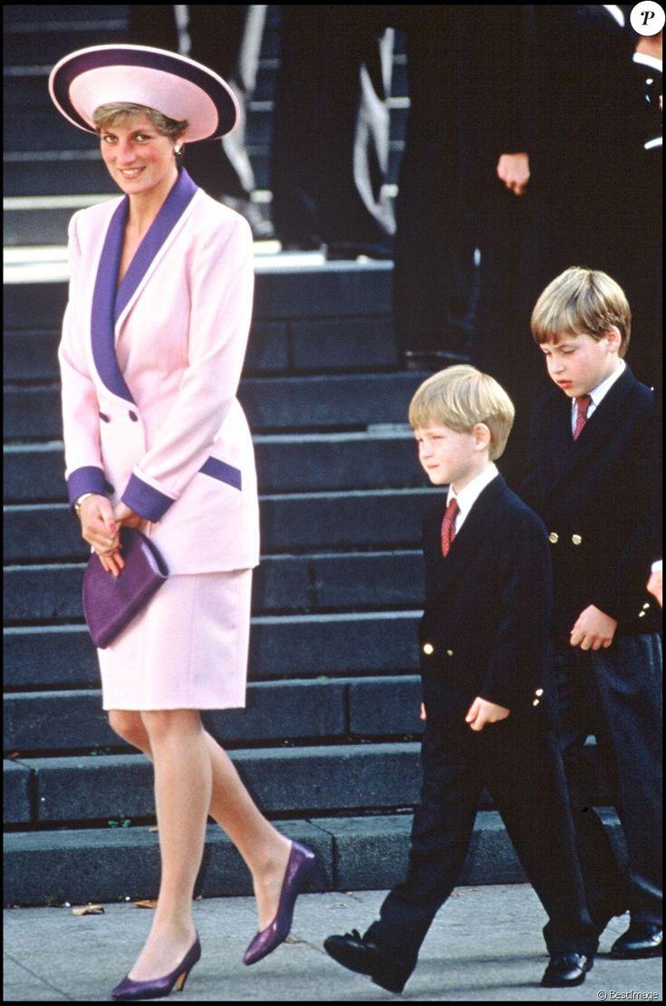 ARCHIVES - LA PRINCESSE LADY DIANA ET SES ENFANTS LE PRINCE WILLIAM ET LE PRINCE HARRY D' ANGLETERRE A LA CATHEDRALE DE ST PAULS A LONDRES EN 1990