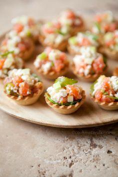 Tartaletas de salmón ahumado, manzana y queso de cabra | https://lomejordelaweb.es