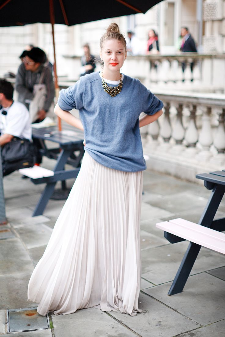 Pleated maxi and oversized pull.