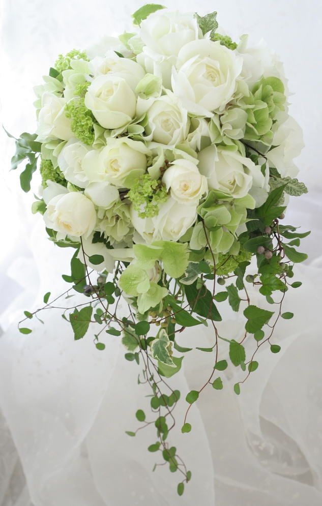 オーバル~セミキャスケードブーケ 花の光沢 ミカドシルクのドレスと帝国ホテル様へ : 一会 ウエディングの花