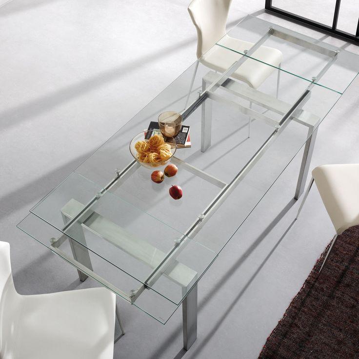 Tavolo allungabile con struttura e gambe in inox e piano in vetro trasparente temperato .Guide estraibili telescopiche in metallo.