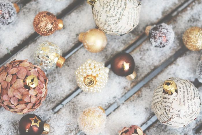 It's the most wonderful time of the year, at least I think so, I love Christmas! That's why I made 8 x Christmas ornaments with pearls, glitters, newspaper..