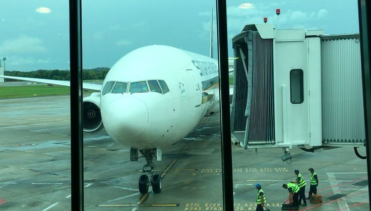 Interesting Singapore Airlines SQ181: Brunei To Singapore Economy Class Refitted Flight Experience Review (NEW)