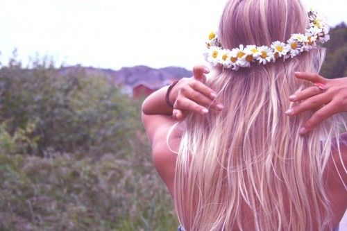 get over your hill and see what you find there. with grace in your heart and flowers in your hair.: Hippie, Flower Crowns, Daisies, Hairstyle, Daisy Chain, Beauty, Flowers, Daisychain