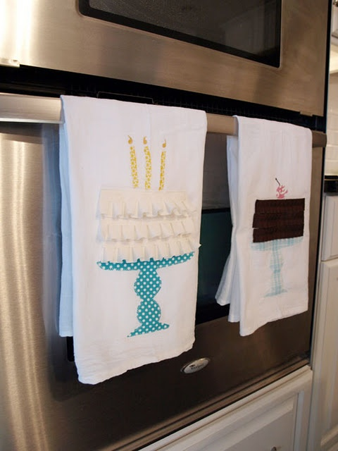 Birthday cake applique kitchen towels...so cute!  This would be cute on a t-shirt for a special birthday!