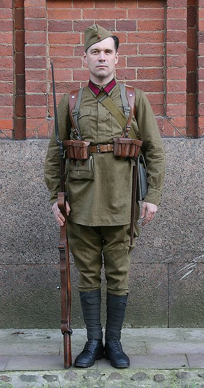 1936-1940 Soviet Red Army enlisted infantrymen's summer field uniform.