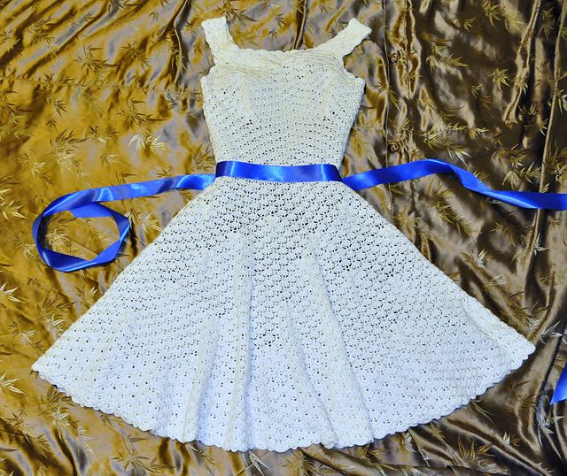 Organdy Ribbon Dress - amazing vintage pattern on this roundup of 10 free crochet dress patterns for women!