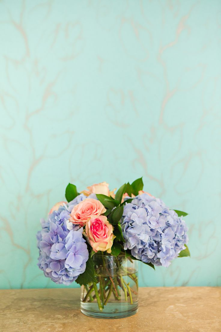 Elizabeth Munro Designs offers customized arrangements to compliment your big day