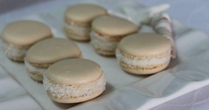 O Macaron é um doce francês feito à base de merengue, açúcar em pó, açúcar granulado, amêndoa em pó ou farinha de amêndoa e corante em gel. ...