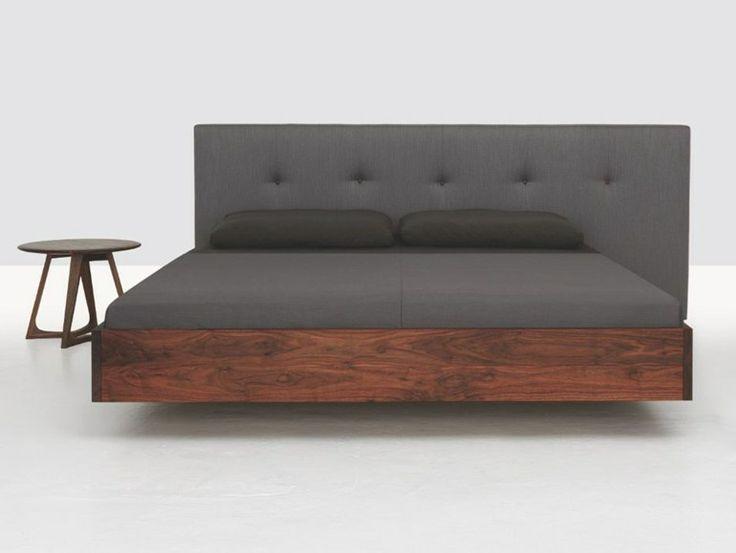 Doppelbett aus Holz mit Polsterkopfteil SIMPLE BUTTON by ZEITRAUM | Design Formstelle
