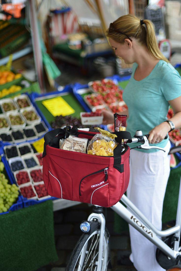 Handle-it. Bolso delantero de Racktime para tu bicicleta. Cierra fácilmente con un cordon ajustable. Además de sus 22 litros de capacidad cuenta con bordes reflectantes en la parte delantera, un bolsillo interno con cierre y una funda impermeable para la lluvia.