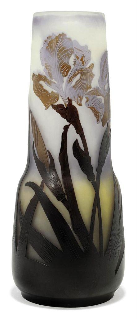 AN EMILE GALLÉ DOUBLE-OVERLAY CAMEO GLASS VASE -  CIRCA 1900 | JV