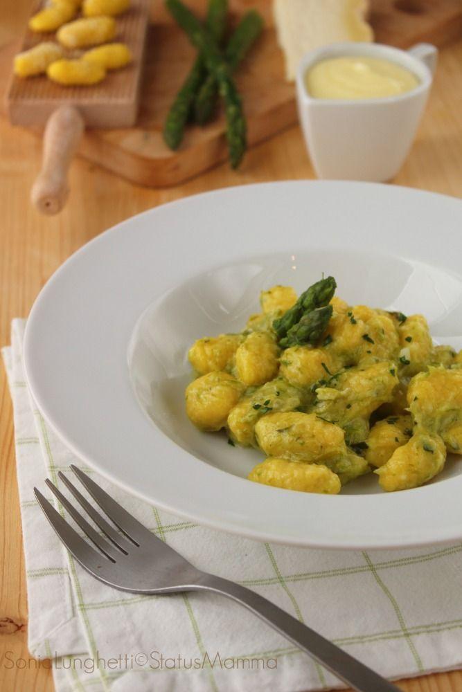 Gnocchi di patate allo zafferano con crema di asparagi al castelmagno | Status mamma