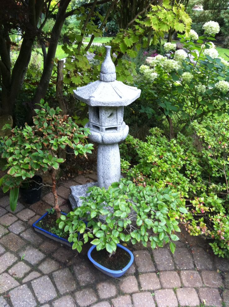 Many years ago Edward used to import Japanese stonework as a business. He kept some superb examples of lanterns, pagodas and basins for his garden! He also has bonsai trees out in the open in lovely traditional stone vessels - he only moves them inside in December and January - into some shelter.