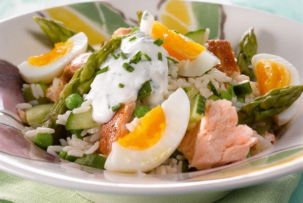 Kun parsat ovat parhaimmillaan, kannattaa niitä käyttää keväisiin ja kesäisiin ruokiin, kuten tähän savukalasalaattiin. http://www.valio.fi/reseptit/parsa-savukalasalaatti/