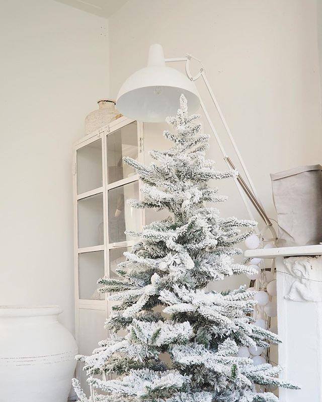 Maandag heb ik een draaidag hier thuis voor een leuk project.... it's beginning to look a lot like christmas! #woonblog #woonblogger #blog #weekend #enstijl #wonen #inspiratie #kerst #itsbeginningtolookalotlikechristmas #whitechristmas #white #wit #widn #styling #props #stylist #interieur #interior #interiorblog #ikeabijmijthuis #vtwonenbijmijthuis #imdreamingofawhitechristmas #kerstmis