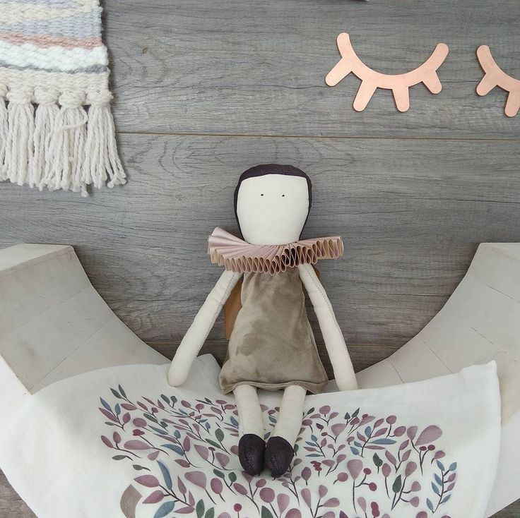 "41 Likes, 3 Comments - La Fede (@lafede_designs) on Instagram: ""Sienna styled with @loulou_and_luc @littleme_decor and @amiphotosa - only a few #ooak #dolls coming…"""