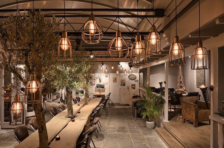 In november 2014 is in Bennebroek Grand Cafe Bistrot Bon Vivant geopend. In het pand waar voorheen restaurant Les Jumeaux gevestigd was, heeft #ESTIDA na een grondige verbouwing een nieuw #interieur concept neergezet. http://www.estida.nl/portfolio-posts/le-bon-vivant-3/
