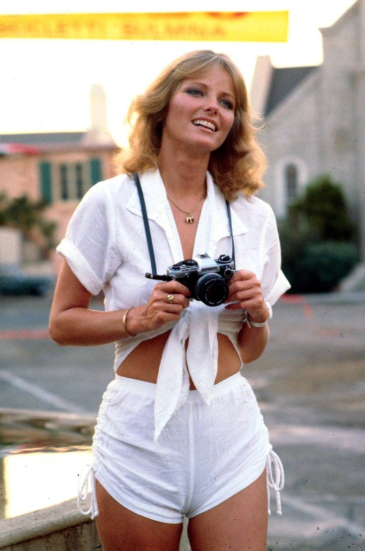 Sports Illustrated two-time cover girl Cheryl Tiegs in white linen: such a babe.