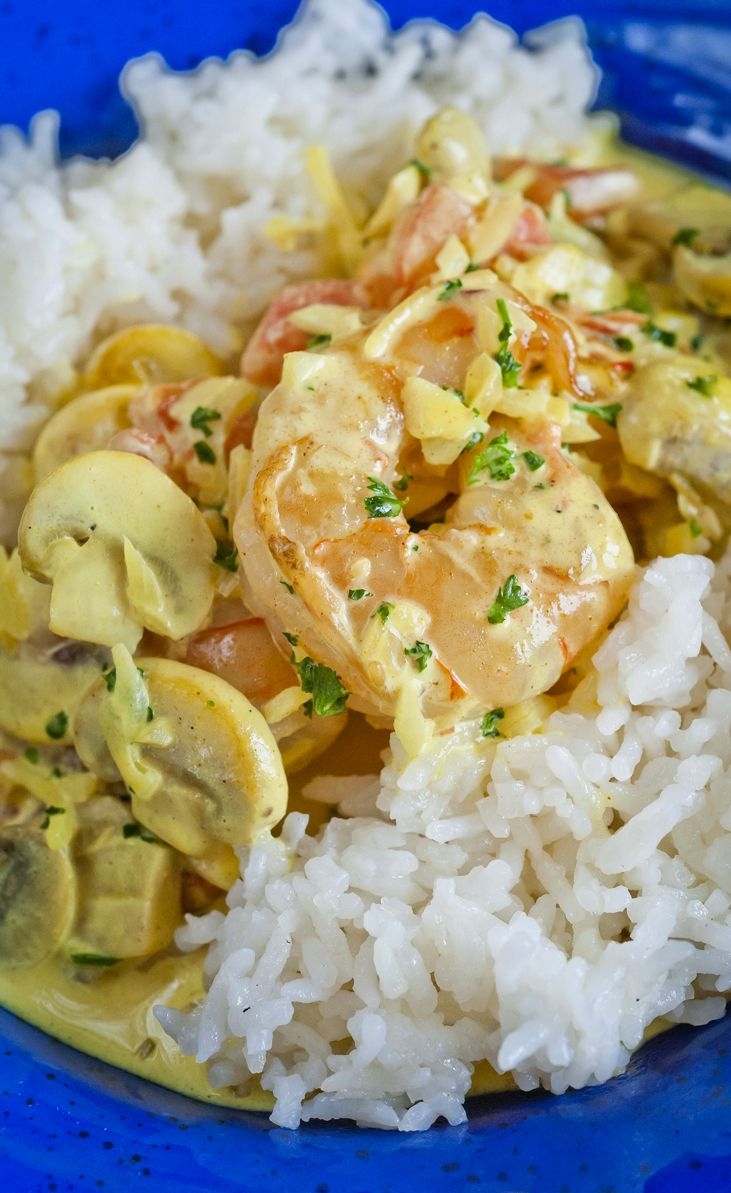 Tiger Prawns in a Pernod Cream Sauce - Juicy prawns served in a lovely creamy sauce, with a bed of rice, perfect - http://www.fishisthedish.co.uk/recipes/main-meals/1437-tiger-prawns-in-a-pernod-cream-sauce