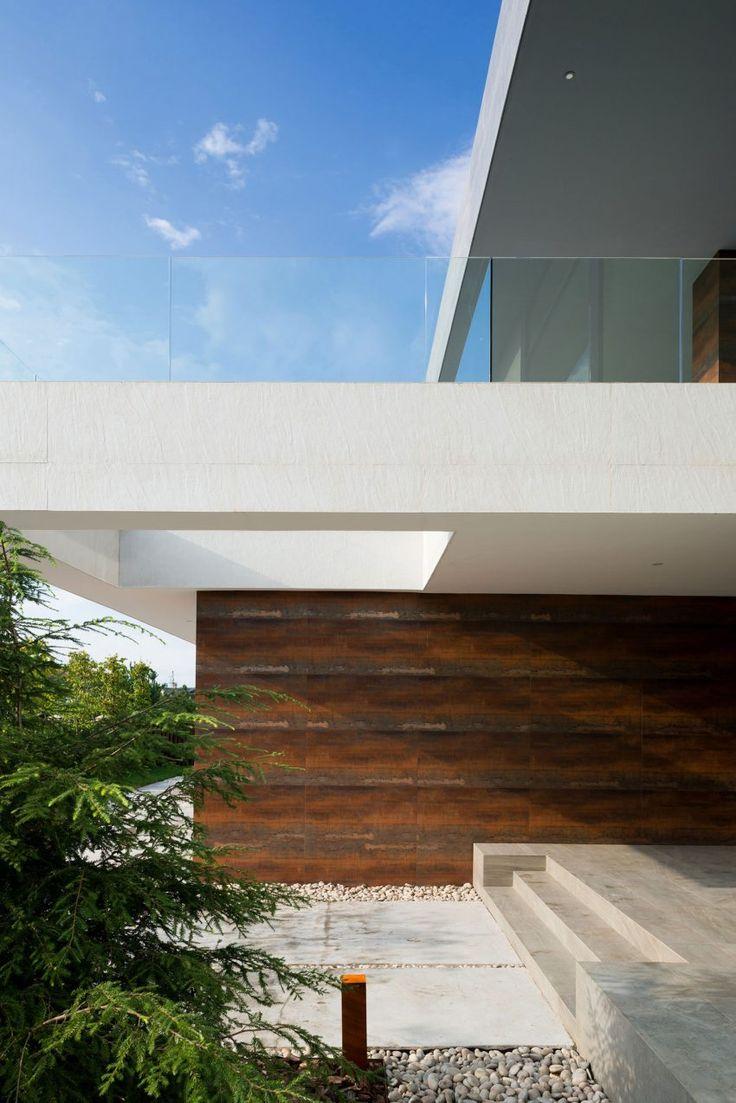 Alexandra Fedorova Designs an Elegant Contemporary House in Pestovo, Russia | HomeDSGN