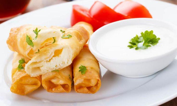 Die türkischen Teigröllchen, die eigentlich Sigara Böregi heißen, sind schnell und leicht zubereitet, eignen sich sehr gut zum Snacken und schmecken einfach lecker. Wir haben Ihnen das Rezept für die vegetarische Variante zusammengestellt. Natürlich können Sie die Röllchen auch mit Hackfleisch, Kartoffeln oder Spinat füllen.