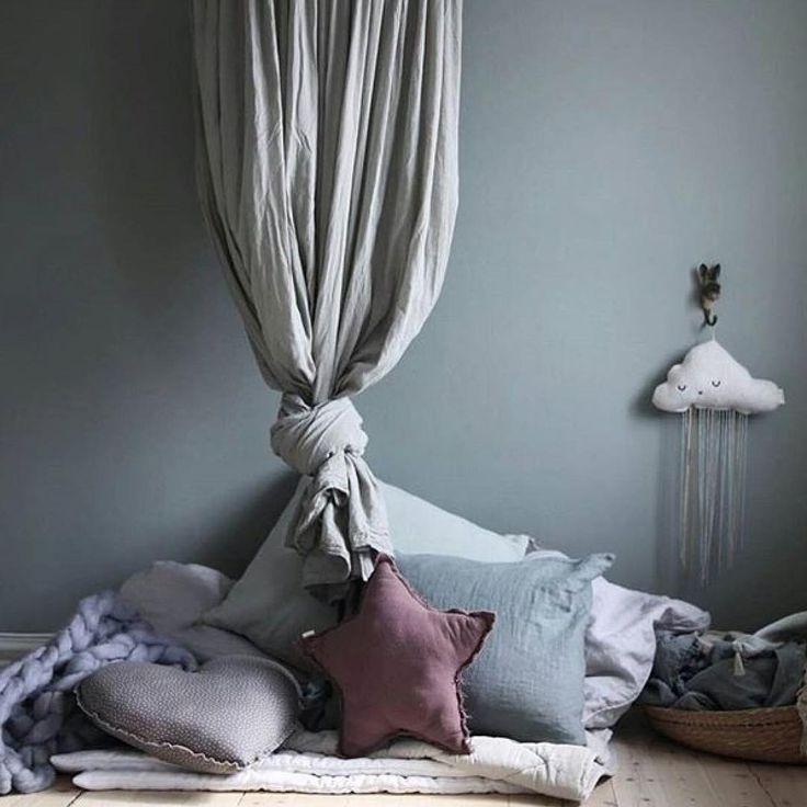 """37 likerklikk, 1 kommentarer – Nordsjö Idé & Design Ljungby (@nordsjoljungby) på Instagram: """"Supermysigt hemma hos @annakubel som har målat med Deep Paris i Hollies rum. ♡ Idag kom regnet och…"""""""