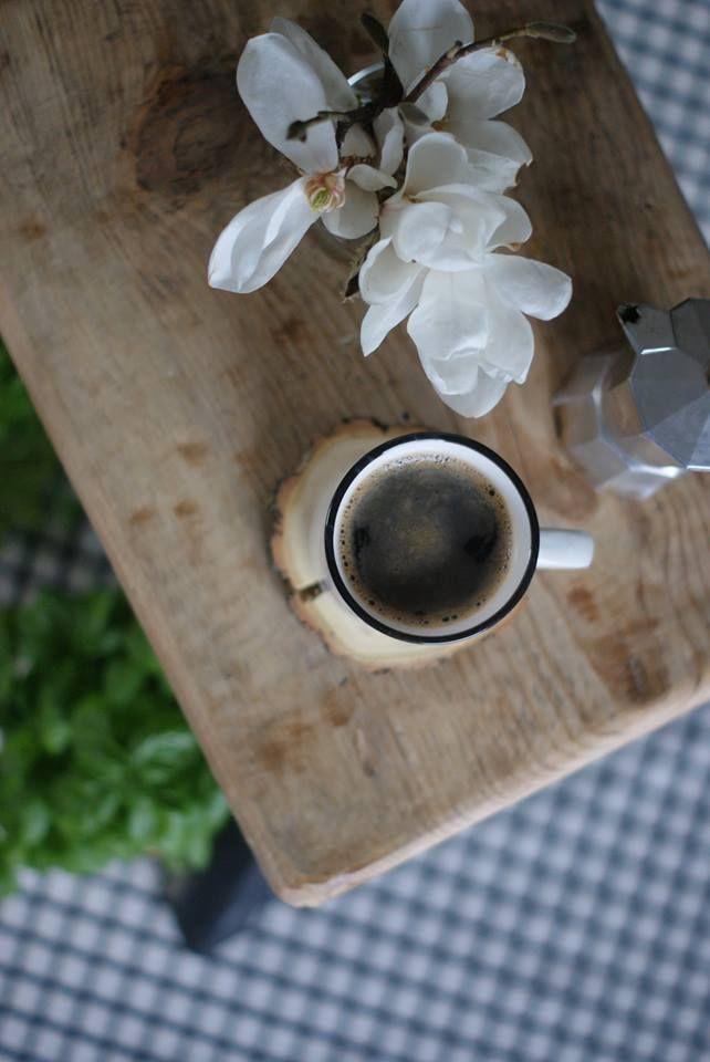 kawa o poranku....relax,kubek gorącej kawyhttps://www.facebook.com/pages/R%C4%99koczyny-Katarzyny/749456888458736?ref=hl
