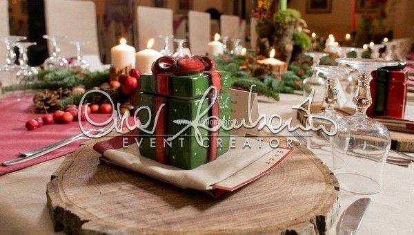 Dichiarazione d'amore tenera e calda come il Natale, tra abeti, campanellini e agrifoglio! Promessa di matrimonio natalizia.