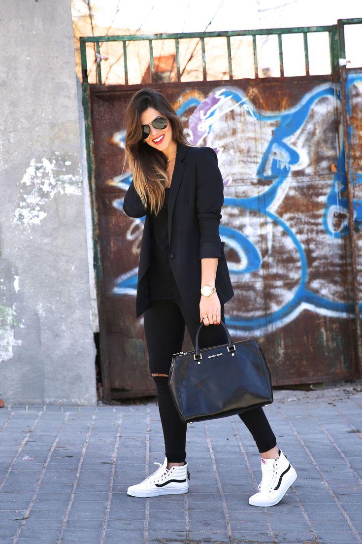 *BLANCO    Blazer   Blazer // ASOS    Trousers   Pantalones // MICHAEL KORS    Bag   Bolso // BY NESKA POLITA    Necklaces   Collares // VANS    Sneakers   Bambas